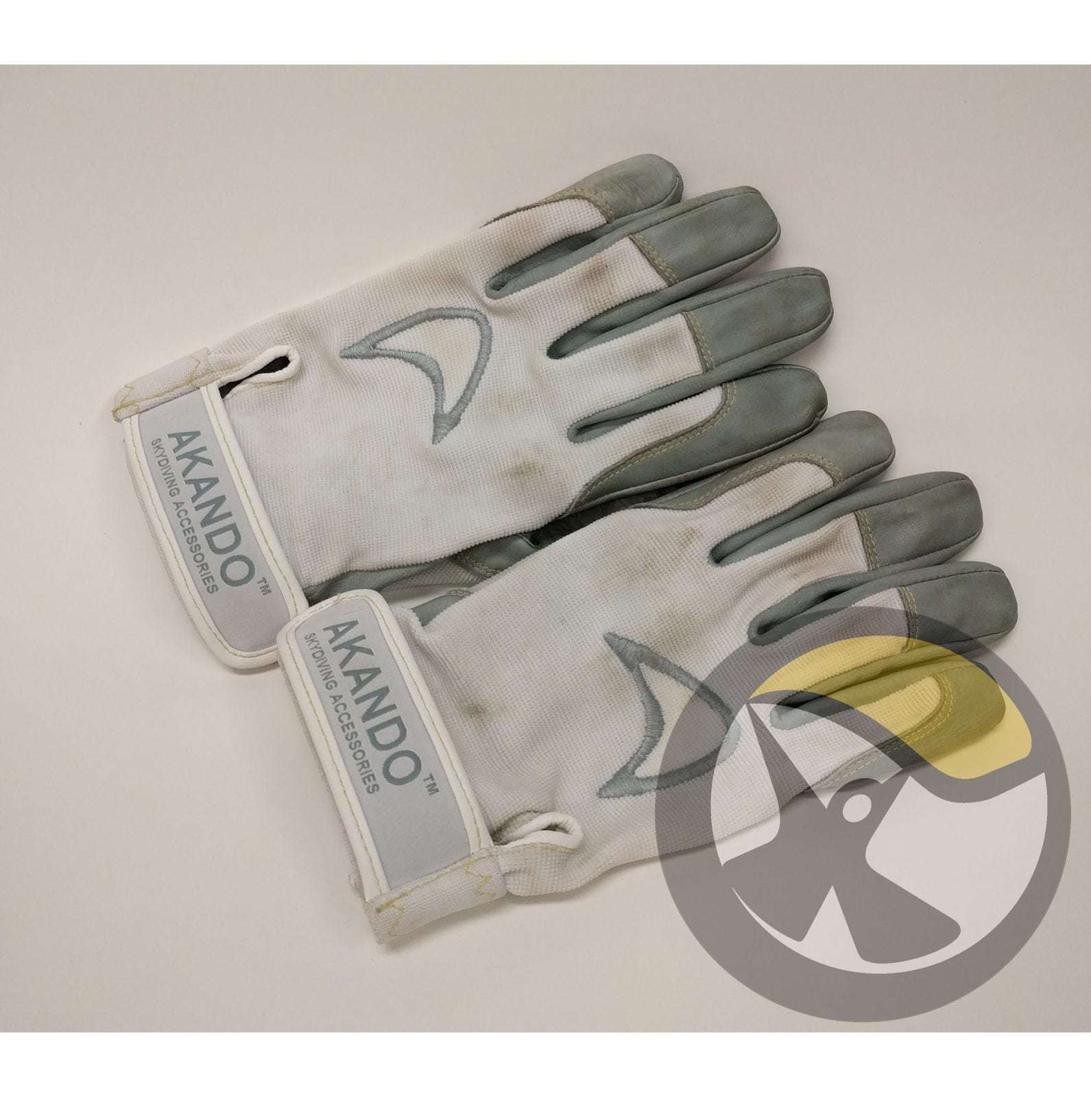 Used Akando Ultimate Skydiving Gloves - White
